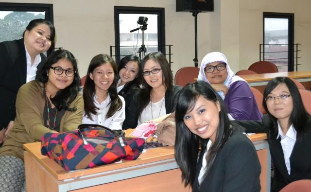 Tim CIMA BINUS dan mentor Pembimbing Ms Yen Sun_f3