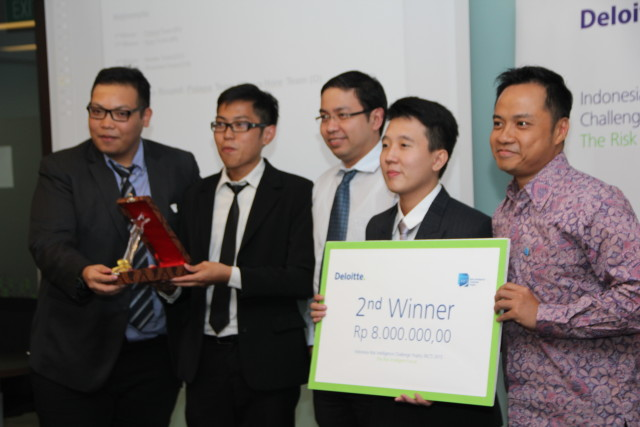Juara 2_Deloitte Risk Intelligence Challenge Trophy 20142015